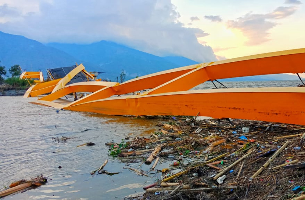 Palu Indonesia - The Yellow Bridge which was the Palu city icon was the collapsed after the earthquake and tsunami - Ph: PA