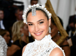 """Actress and friend of the brand Gal Gadot played the part in Tiffany diamond jewellery at the 2019 """"Camp: Notes on Fashion"""" Met Gala. Credit: Getty Images"""