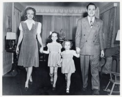 Marilyn Carlson Nelson (second left) pictured with her mother Arleen, sister Barbara and father Curt Carlson