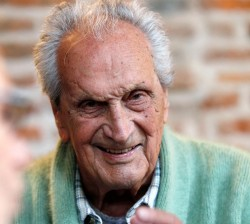 Ottavio Missoni, founder of fashion family business, dies aged 92