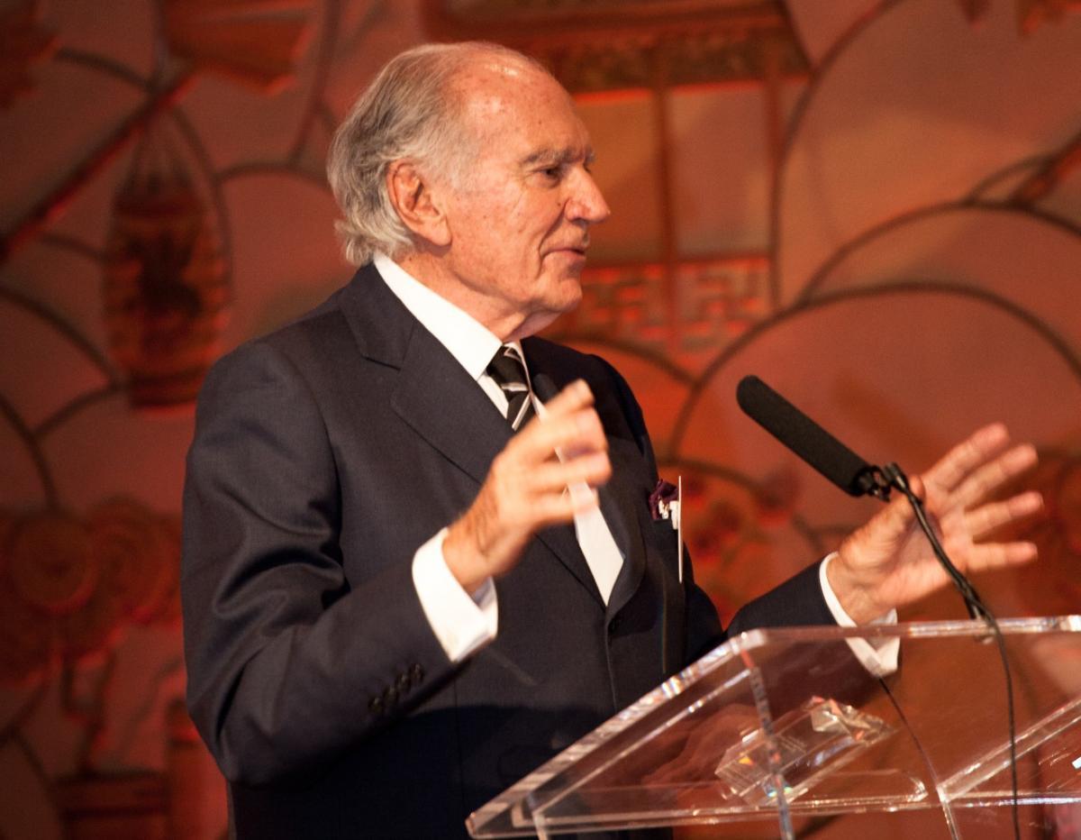 Mariano Puig Planas aceptó el primer premio CampdenFB Lifetime Achievement Award por su liderazgo ejemplar en 2013.
